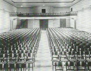 Vista do Salão do teatro Giuseppe Verdi, antes de sua inauguração.